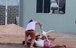 Homem tenta agredir ex e tem cabeça quebrada por mulheres em MT; veja vídeo