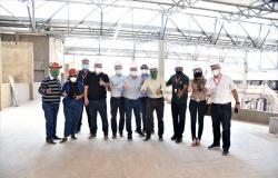 Prefeitura apresenta futuras instalações do Mercado do Porto à equipe do Grupo Solar Coca-Cola