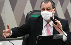 """Aziz faz duras críticas a Bolsonaro e desfile militar na abertura da CPI: """"Cena patética"""""""