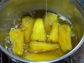 Aprenda a fazer um doce de caju em calda