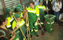 Doria se veste de gari em seu 1º dia de trabalho como prefeito de São Paulo