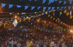 FOTOS - Arraiá Municipá registra expressivo número de público