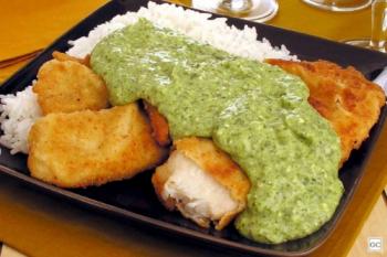 Aprenda a preparar peixe empanado ao creme de espinafre