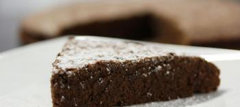Bolo de chocolate simples, rápido e barato