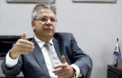 TCE alerta Assembleia e 11 prefeituras por estourar limite da LRF com salários