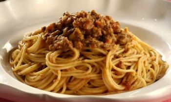 Macarronada com carne moída é fácil de fazer e é deliciosa