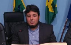 No exercício das atribuições de fiscalizar, Vereador Jozias requer diversos documentos da Administração Municipal