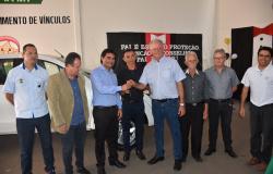 VEREADORES PARTICIPAM DE ENTREGA DE VEÍCULO PARA A SECRETARIA DE ASSISTÊNCIA SOCIAL DE NOVA OLÍMPIA