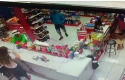Ladrões rendem funcionários e assaltam farmácia em Tangará da Serra
