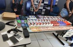 Quadrilha invade loja de utilidades e leva 45 celulares em MT
