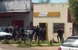 Bandidos armados invadem Correios e fazem quatro pessoas reféns (vídeos)