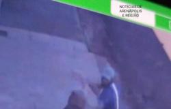 Mulher bate e põe bandido pra correr durante tentativa de assalto