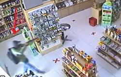 Homem usa espingarda para assaltar loja no centro de Tangará da Serra