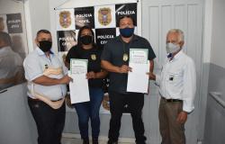 Câmara Cidadã entrega Moção de Aplausos a agente da Polícia Civil