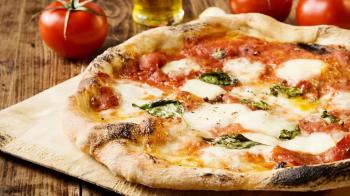 E que tal uma pizza feita em 6 minutos no microondas?