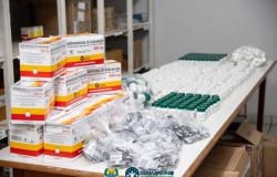 """33 prefeituras de Mato Grosso distribuem """"Kit Covid""""; médicos discutem remédios"""