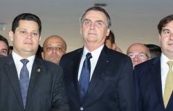 Bolsonaro faz declaração à imprensa acompanhado de Maia e Alcolumbre (vídeo)