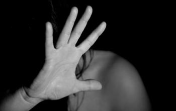Após briga com marido, mulher sai para ir a bar e é estuprada e espancada no caminho