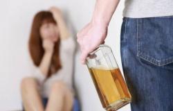 Homem embriagado é preso após tentar atropelar esposa e bater na cabeça dela com capacete