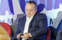 "Ex-governador processa seguidor que o chamou de ""inseto e bandido"""