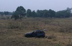 Casal capota e abandona carro em rodovia próximo a Tangará da Serra