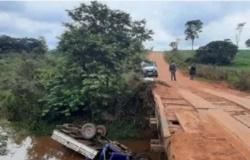 Caminhonete cai de ponte e avô e neto morrem afogados em Mato Grosso
