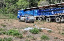 Bandidos roubam carreta cheia de cerveja, mas polícia acaba com a 'festa'