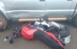 Acidente próximo ao Atacadão deixa motoqueiro ferido