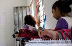 Escolas retomam atividades presenciais em fevereiro