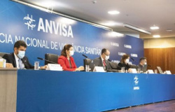 ARMA CONTRA A COVID - Anvisa aprova uso emergencial das vacinas Coronavac e Oxford