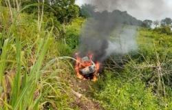 Fiat Uno pega fogo e motorista morre queimado em rodovia de MT