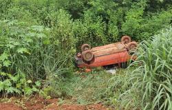 Motorista perde o controle e tomba veículo na Ponte do Salobinha