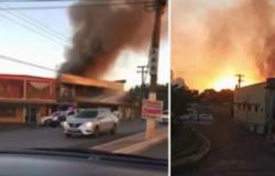 Grande incêndio atinge dois hotéis próximos da rodoviária