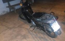 Menor é apreendido andando de moto sem capacete em via pública