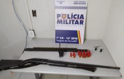 Homem com 2 mandados de prisão é detido com armamento no Bezerro Vermelho