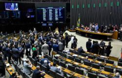 Nove partidos se reúnem para buscar 3ª via para 2022