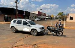 MOTOCICLISTA FICA FERIDO APÓS ACIDENTE EM CRUZAMENTO NO CENTRO DE CAMPO NOVO