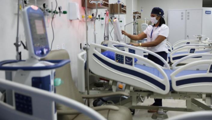 Estado bloqueia 100 leitos de UTI Covid-19 e prepara retorno das cirurgias eletivas