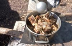 """""""Carne de ossos"""": carcaça temperada, pé de galinha, pescoço e outros cortes de terceira também ficaram mais caros"""