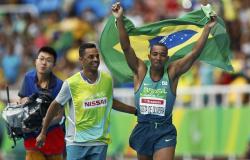 Voo para história! Ricardo Costa leva o ouro no salto em distância para cegos