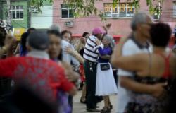 Atividades físicas e sociais protegem cérebro de danos do Alzheimer