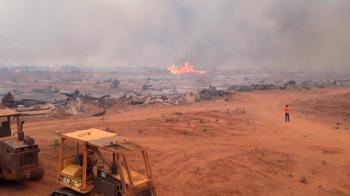 Bombeiros trabalham para combater queimada em assentamento no Nortão; animais morreram
