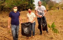 DIA MUNDIAL DA LIMPEZA - Educadores e estudantes de Escola Estadual de Alta Floresta participam de mutirão de purificação de córrego