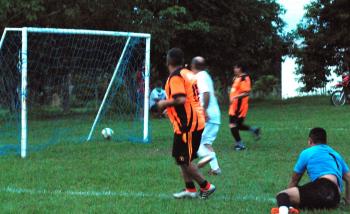 Em tarde de muita chiadeira, Copa 50tinha define semifinalistas da competição