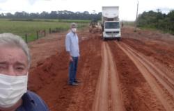 Vereador Tuti e Prefeito Valdemar Gamba vistoriam recuperação de bueiro na MT 010