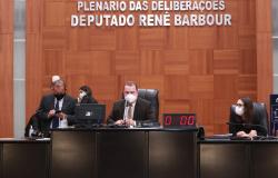 Deputados derrubam veto do governo a projeto que proíbe corte de energia no Estado
