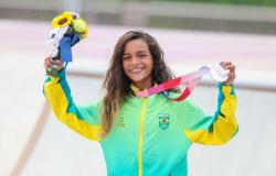 Brincando, Rayssa Leal se torna a medalhista mais nova do Brasil na história