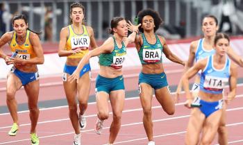 Brasil bate recorde sul-americano, mas não avança no revezamento misto