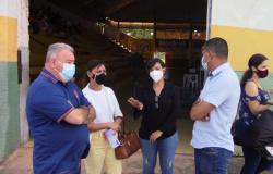 Vereadores acompanham vacinação contra a Covid-19 no Ginásio de Esportes