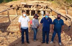 Vereadores vistoriam construção de galeria de aduelas no Bairro Boa Nova